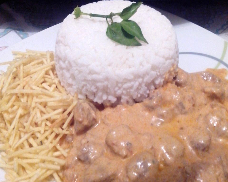Strogonoff Carne/Palmito